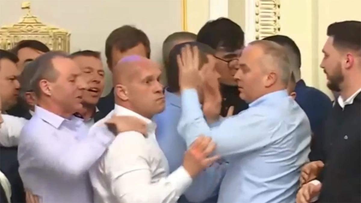 Кива погрожував з'їсти Мотовиловця: бійка в аграрному комітеті