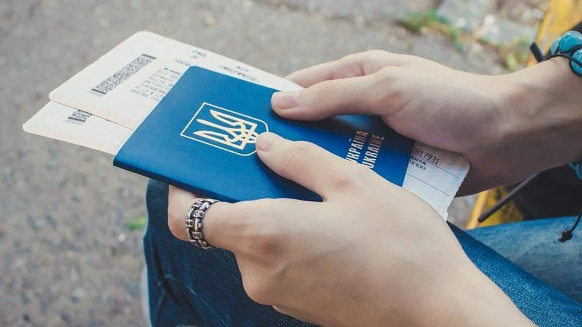 Імміграція з України: менше українців хочуть їхати за кордон