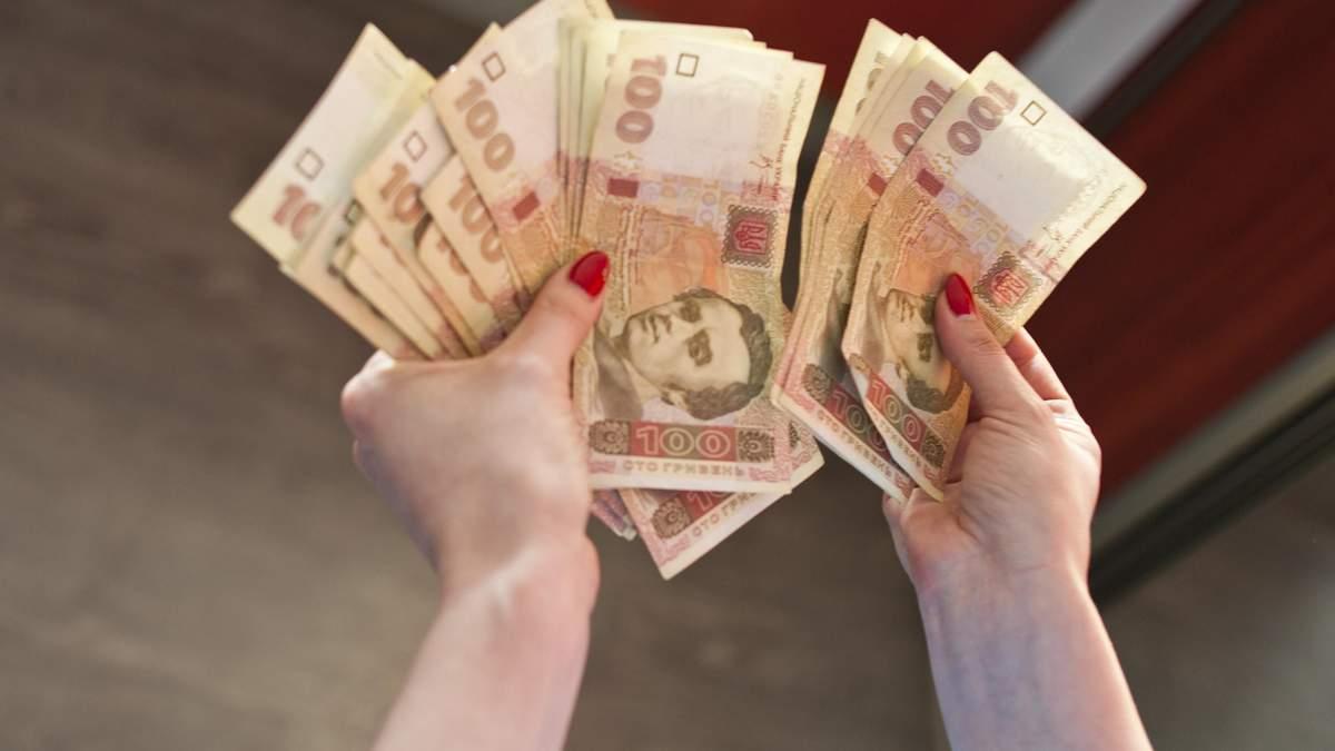 В якій валюті українці зберігають гроші: опитування