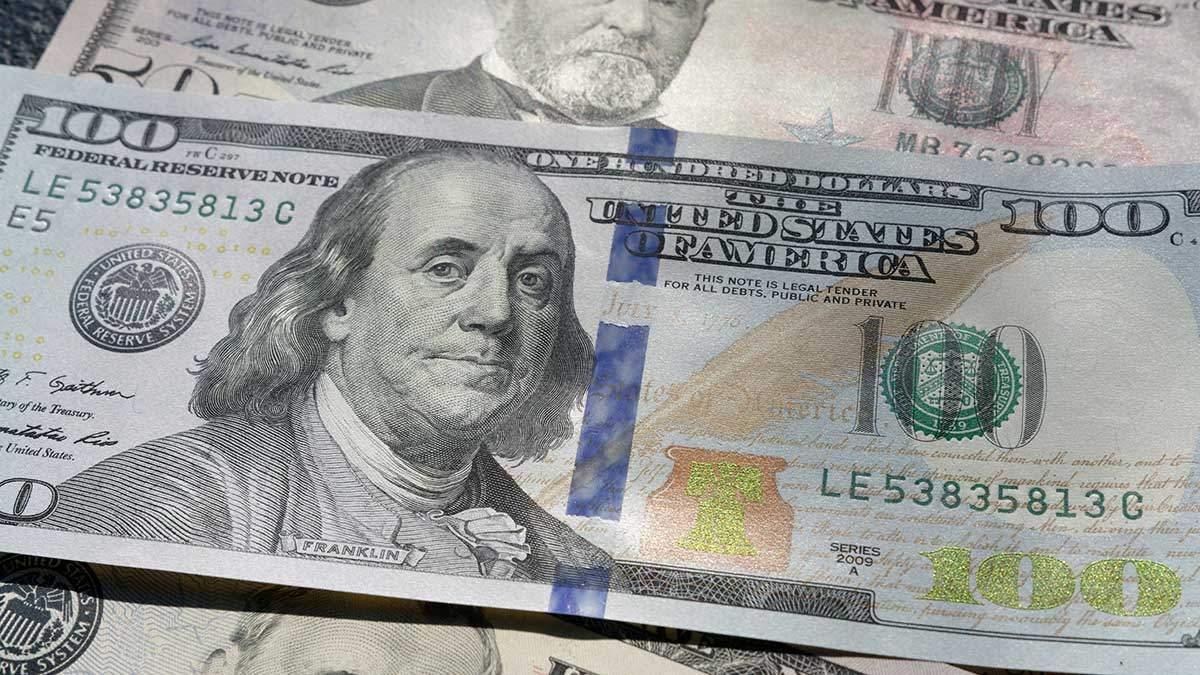 Наличный курс валют 22 января: гривна подешевела на 10 копеек