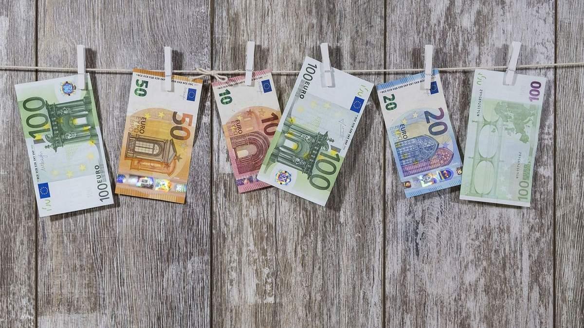Курс валют на 1 квітня: долар та євро впали у ціні