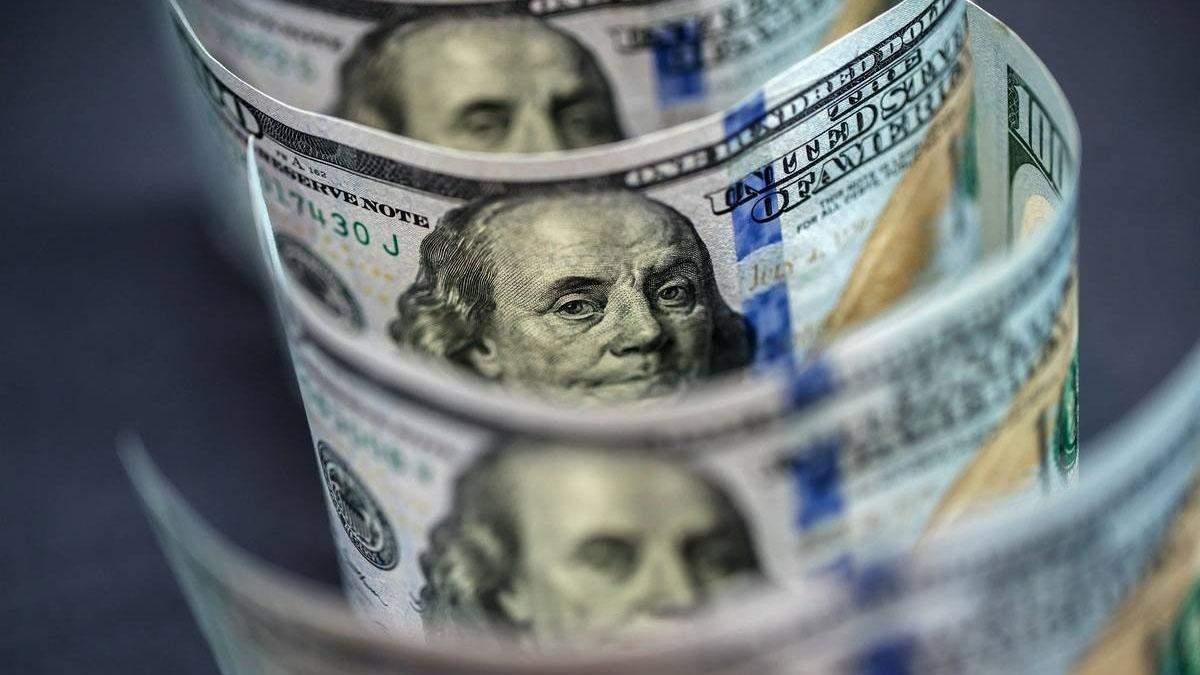 Курс валют на 8 квітня: долар подешевшав, а євро зросло в ціні