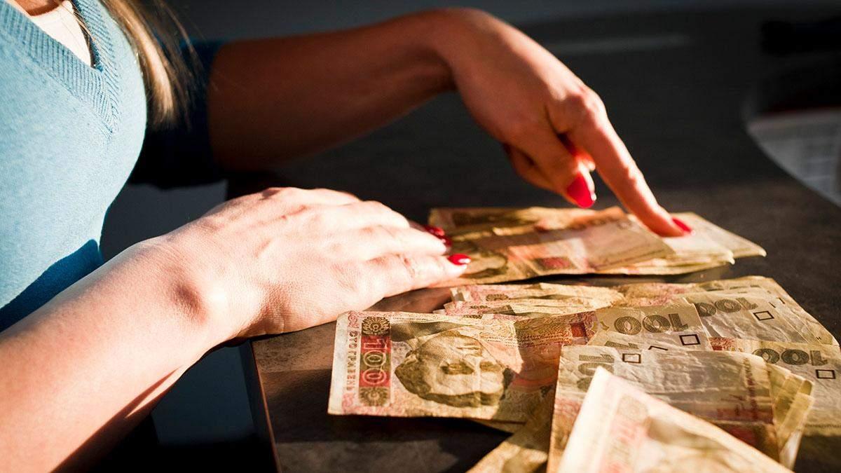 Готівковий курс валют 17 квітня: гривня додала у ціні напередодні свят