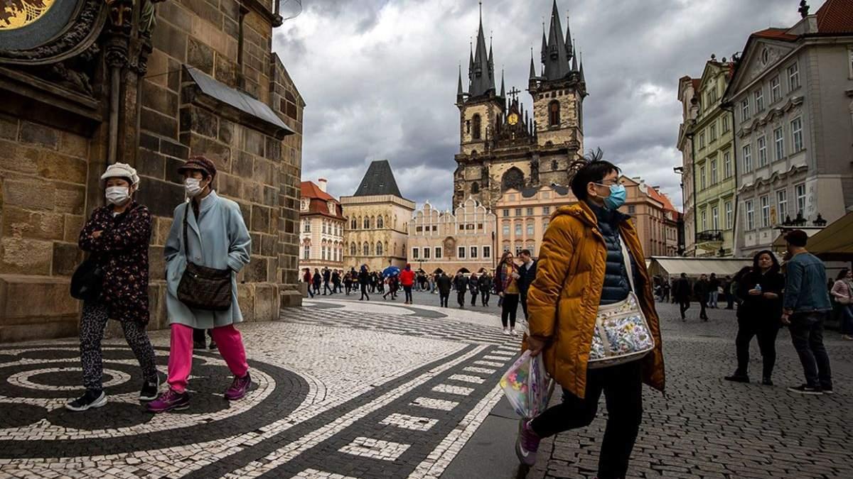 Из-за карантина в Чехии семьям выдают 13 тысяч крон, ФЛП – 25 тысяч
