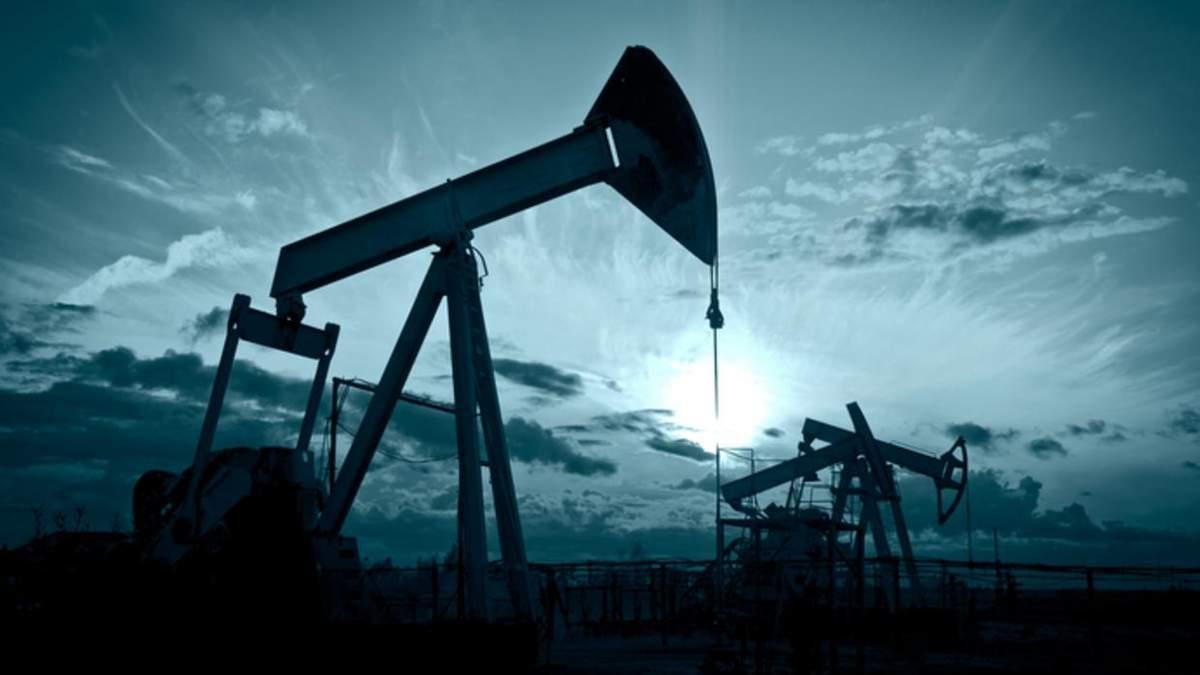 Цена нефти WTI после коротко подъема снова обвалилась до отрицательной отметки