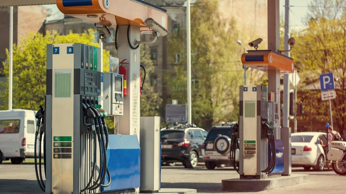 Ціна на бензин і дизель у квітні 2020 в Україні падає – деталі