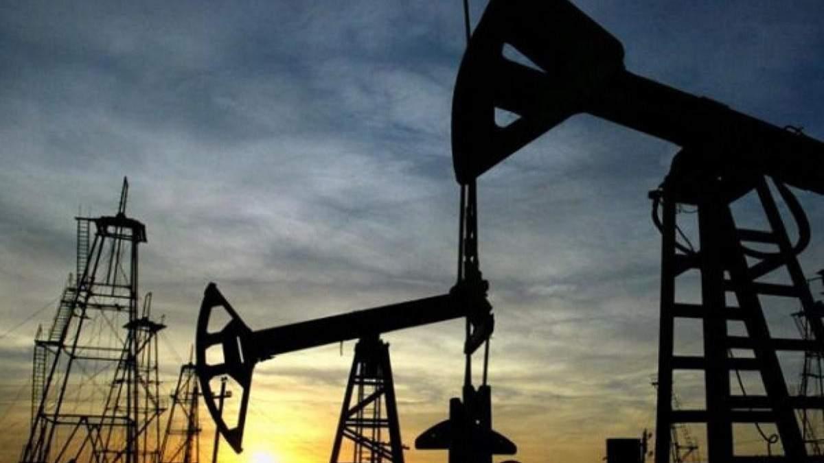Цена нефти продолжает падать: цифры и причины
