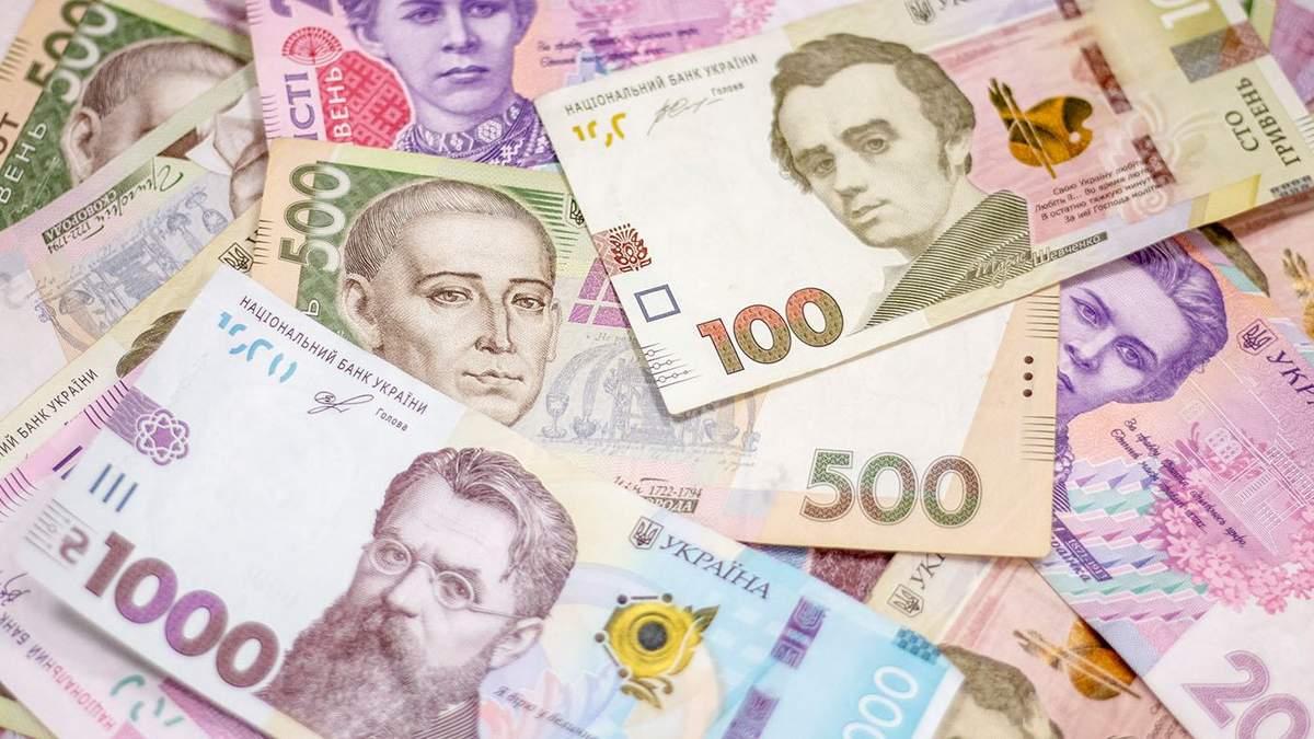 Курс валют на 23 квітня: долар мінімально подешевшав, а євро трішки подорожчав