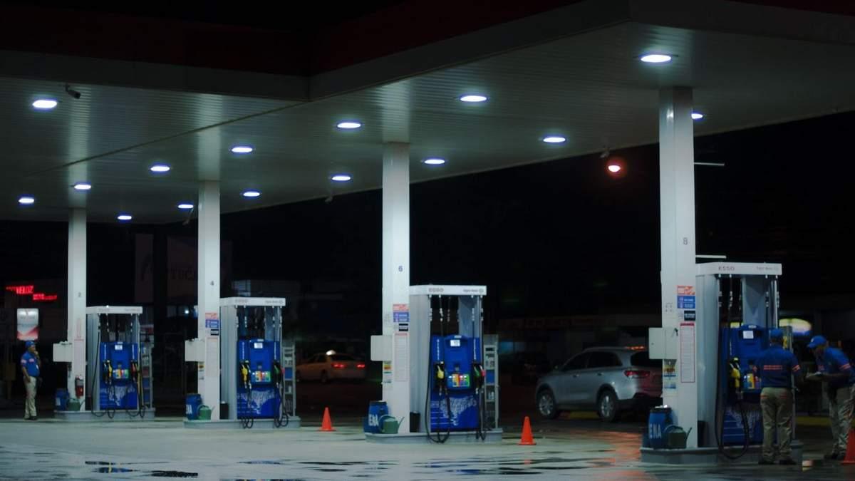 Ціна на бензин ОККО, WOG і Amic знизилася – нові ціни