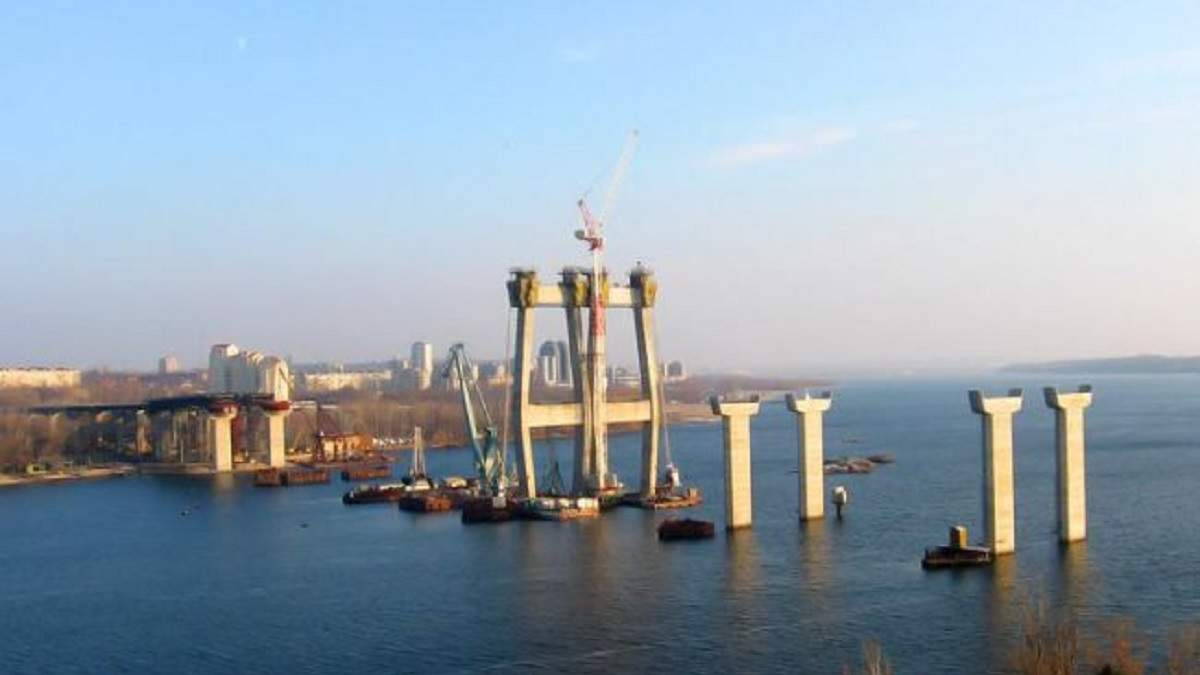 У Запоріжжі добудують міст через Дніпро: роботи стартували