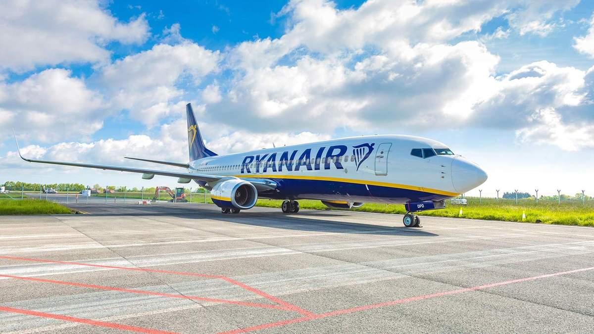 Лоукостер Ryanair не відновить польоти щонайменше до середини травня