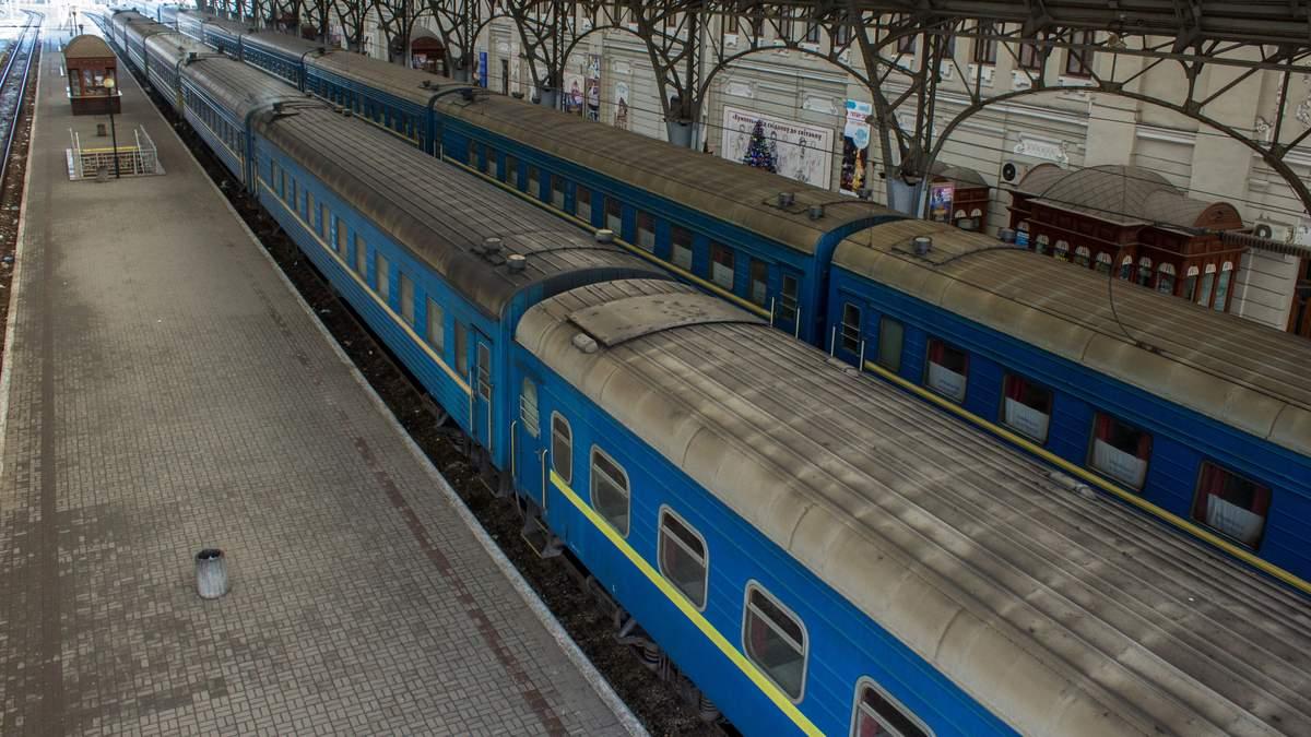 Укрзализныця запустила после карантина 6 первых поездов на Запад Украины