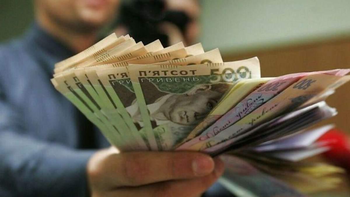 В Украине планируют повысить минимальную зарплату: когда и на сколько