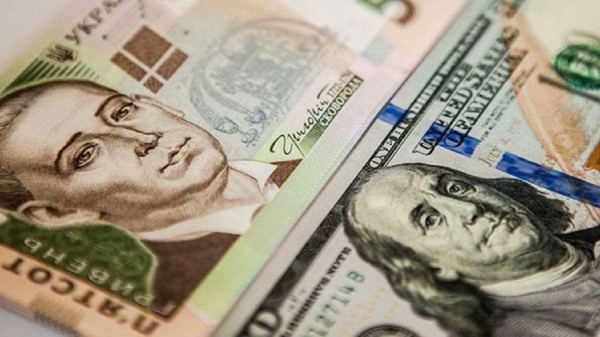 """У липні НБУ """"влив"""" майже пів мільярда доларів на підтримку гривні"""