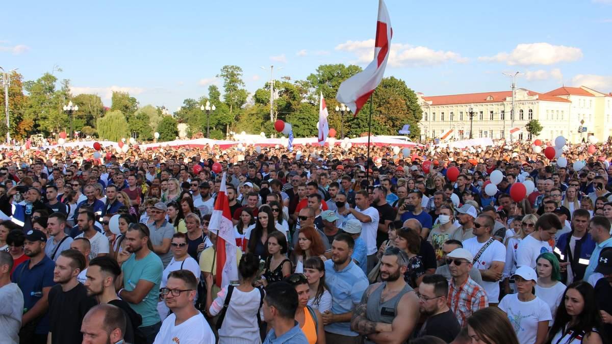 Робота за розкладом: у Гродно готуються до приїзду делегації з України попри протести