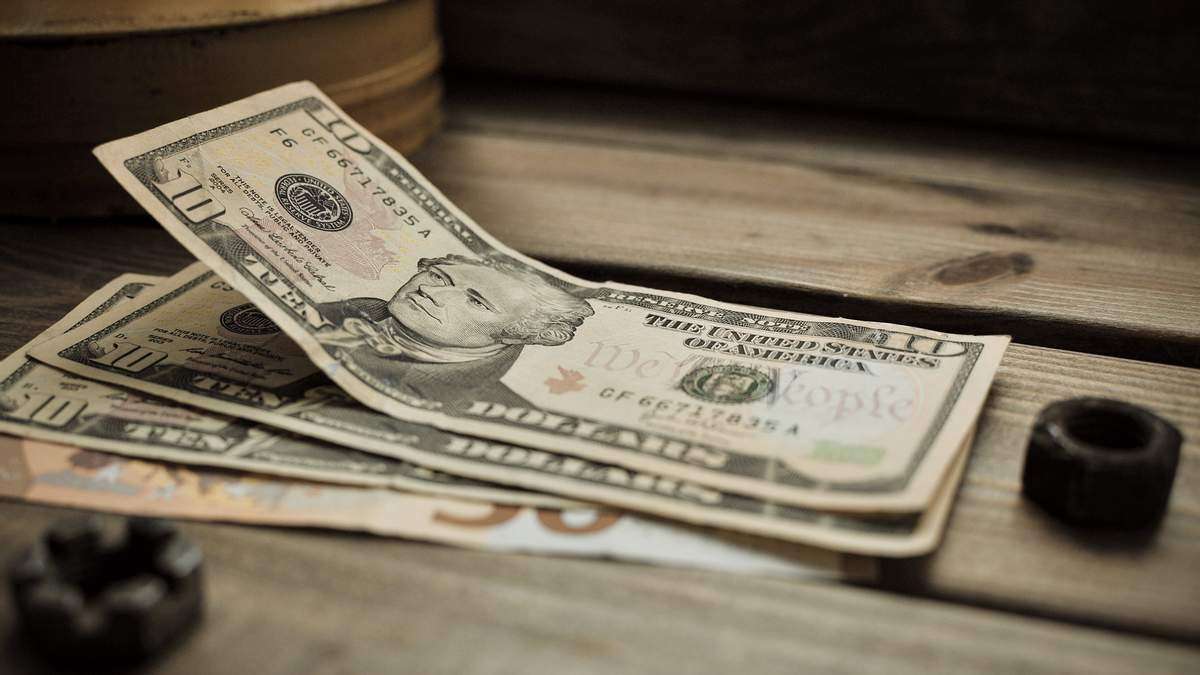 Курс валют на 18 сентября: доллар и евро упали впервые за осень