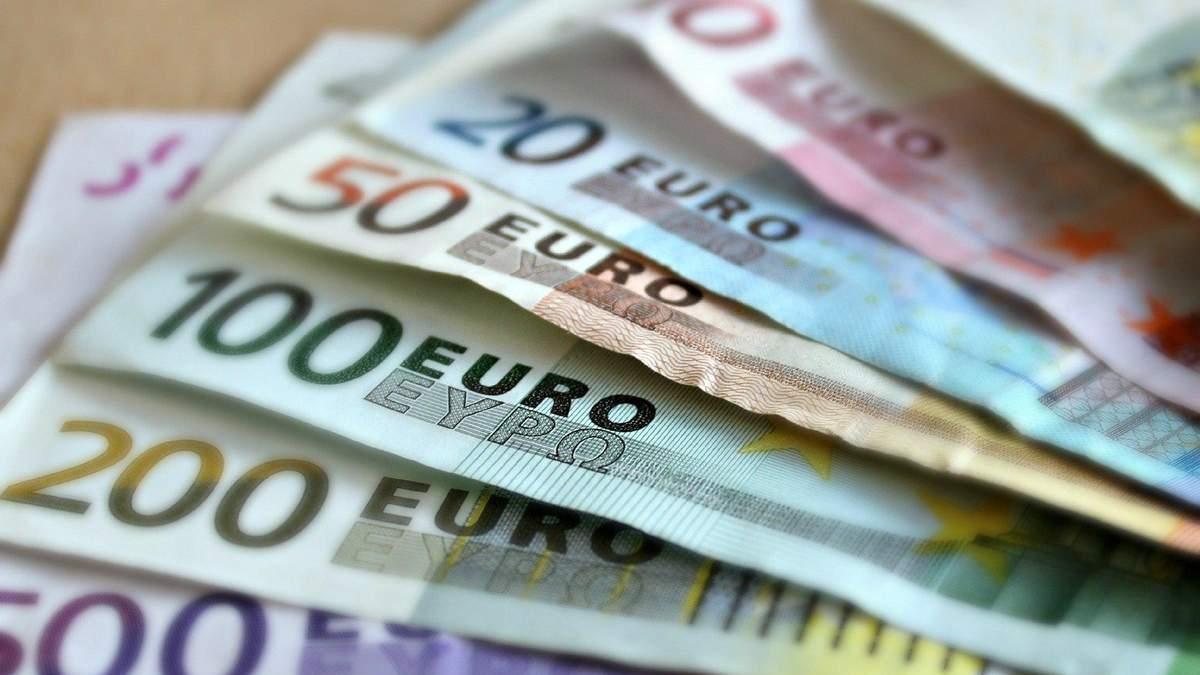 Курс валют на 2 жовтня: долар та євро продовжують дорожчати