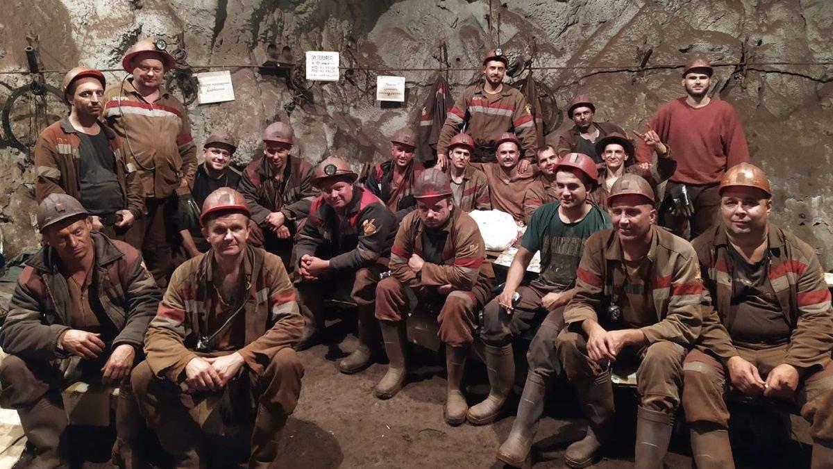 В Кривом Роге на КЖРК горняки и администрация достигли мирового соглашения: забастовщики уже вышли наверх