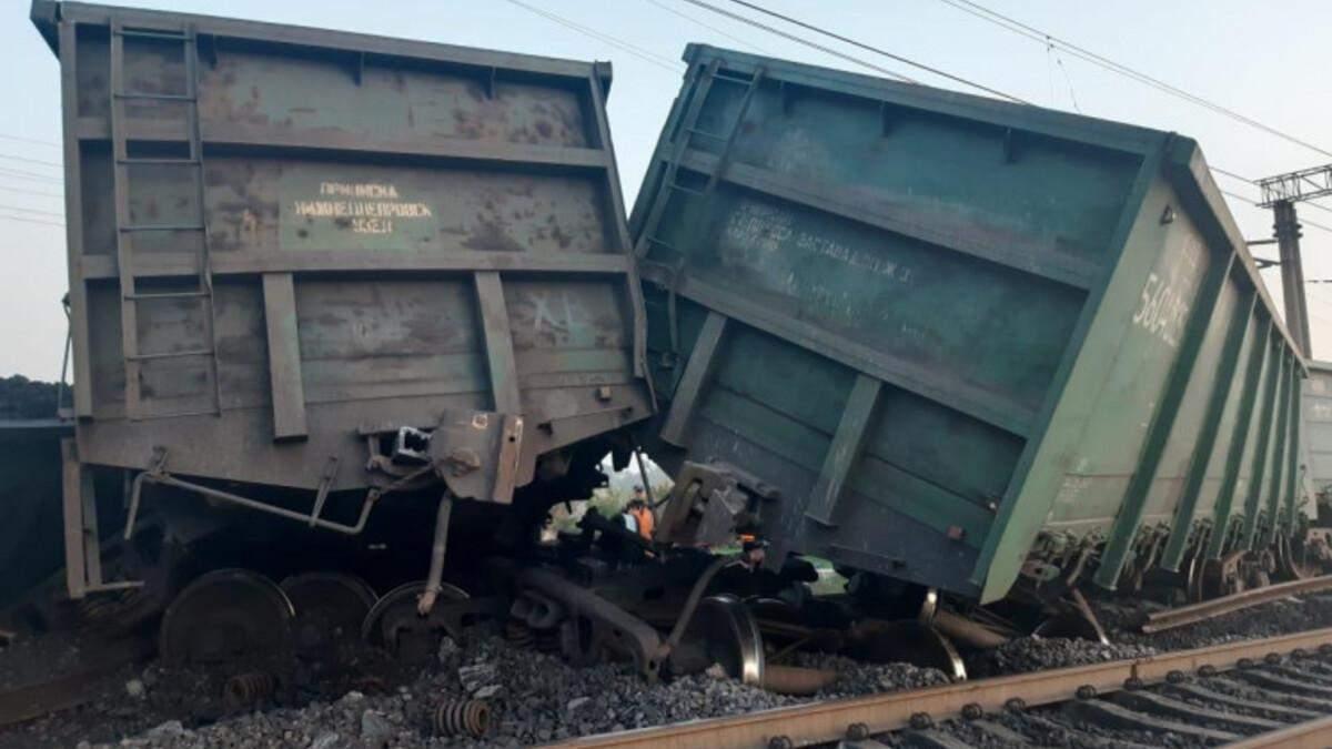 В Кривом Роге сошли с рельсов 14 товарных вагонов: фото