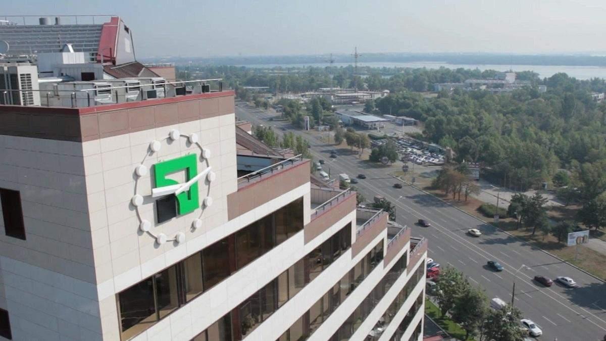 """Компания с орбиты Коломойского через суд отбирает офис """"Приватбанка"""""""