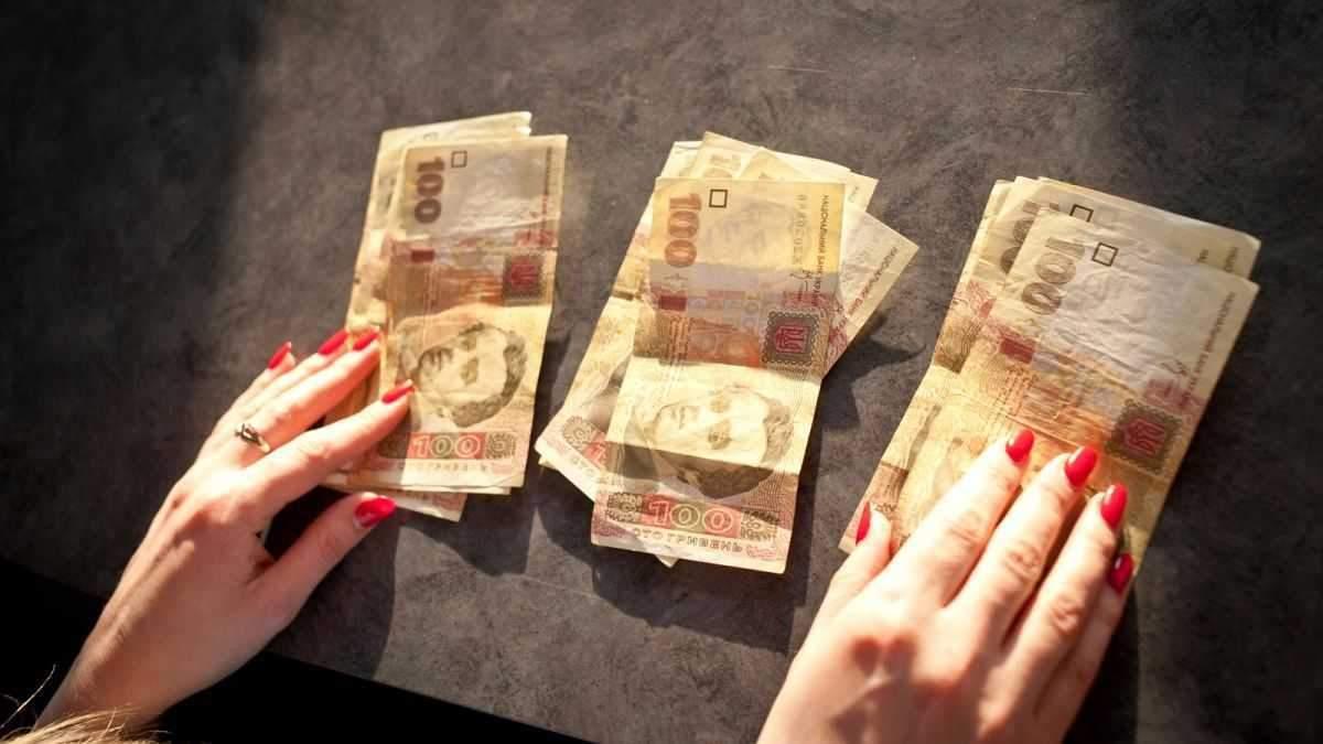 Повышение зарплаты бюджетникам в 2021 году в Украине: на сколько и кому
