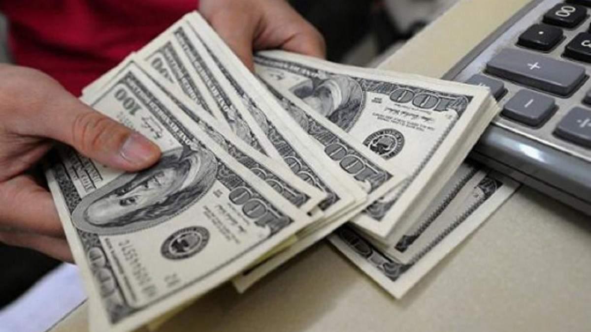 Скільки заробітчани переказали в Україну у 2020: сума