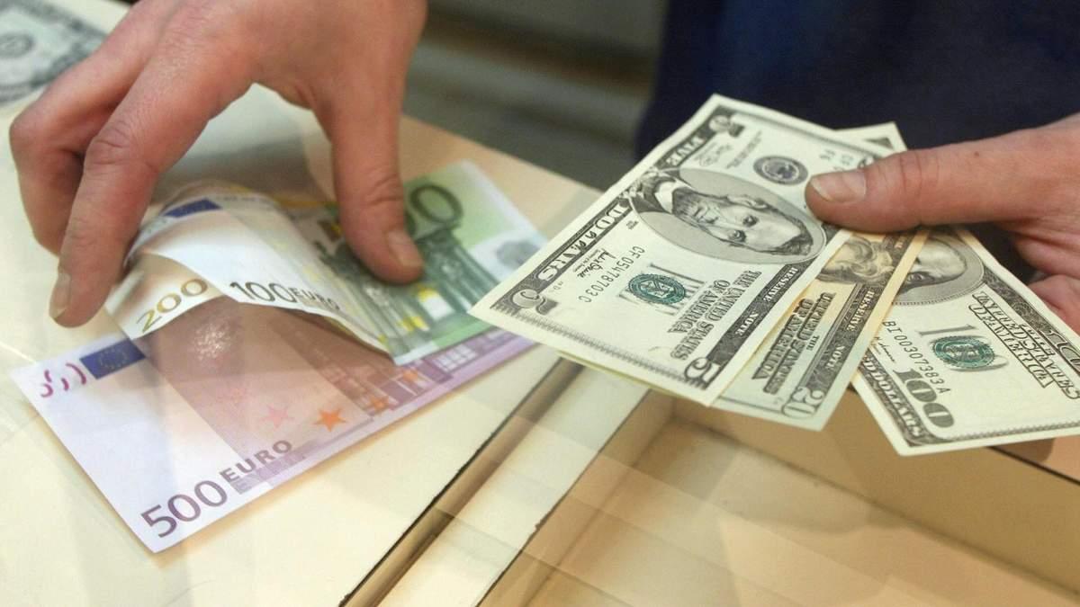 Борги за валютними кредитами: Зеленський підписав законопроєкти