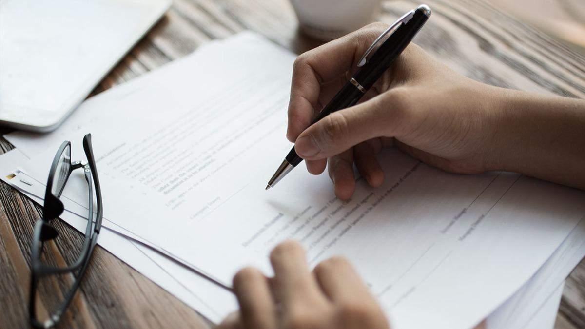 Банкам заборонили використовувати дрібний шрифт у договорах