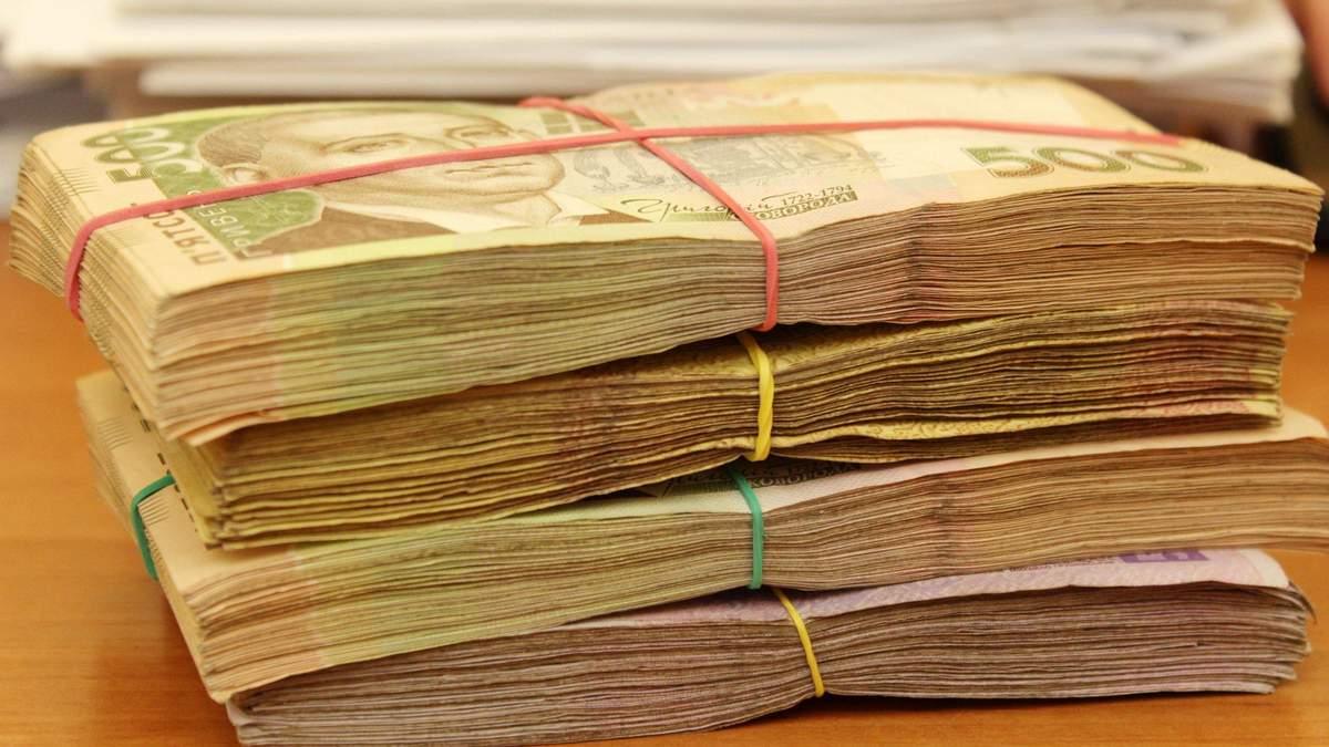 Зарплаты украинцев выросли более чем на тысячу гривен в марте: данные Госстата