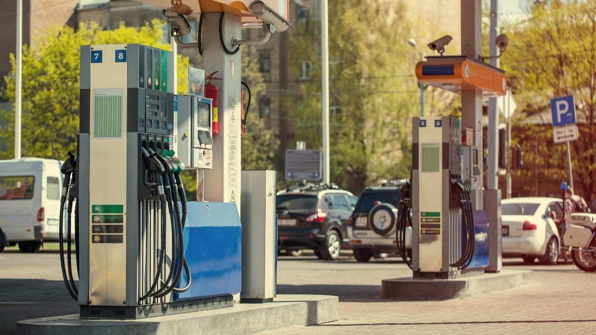 Временно: в Кабмине объяснили введение предельных наценок на топливо