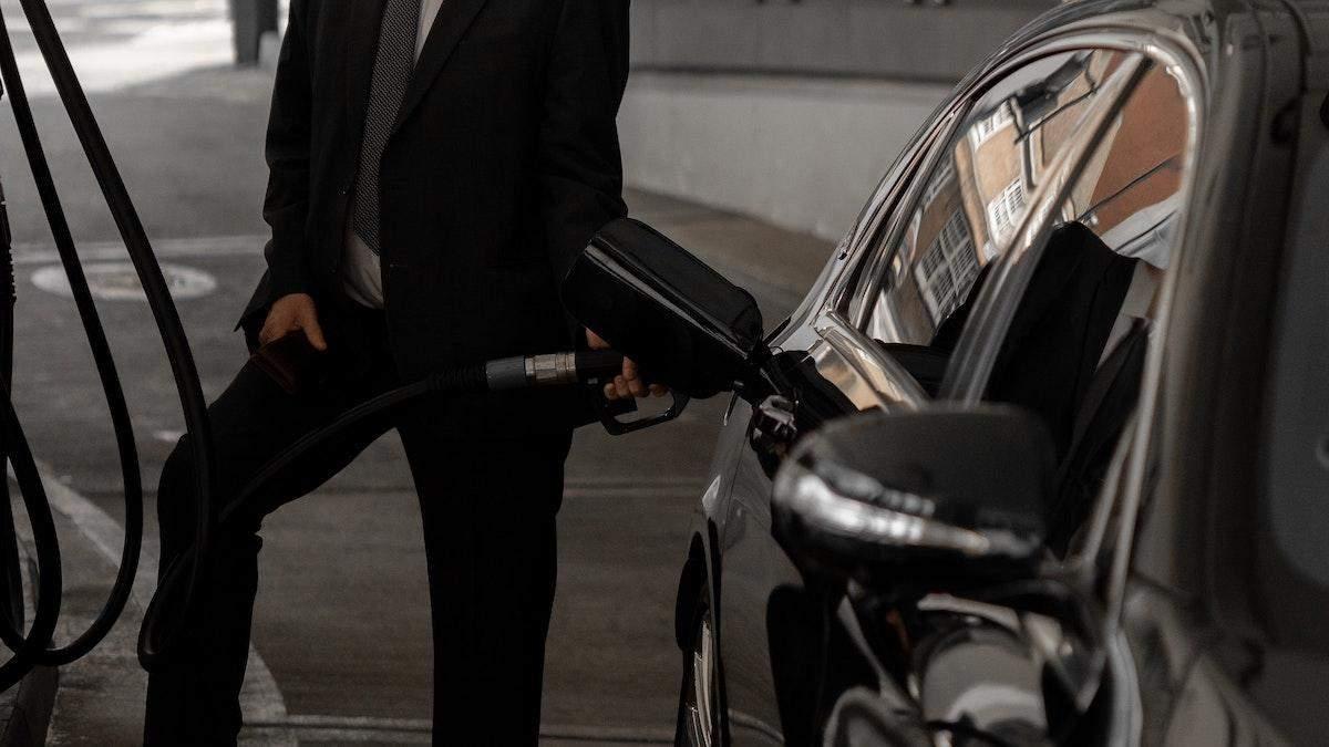 Премиального не касается–разъяснение постановления о наценке на бензин