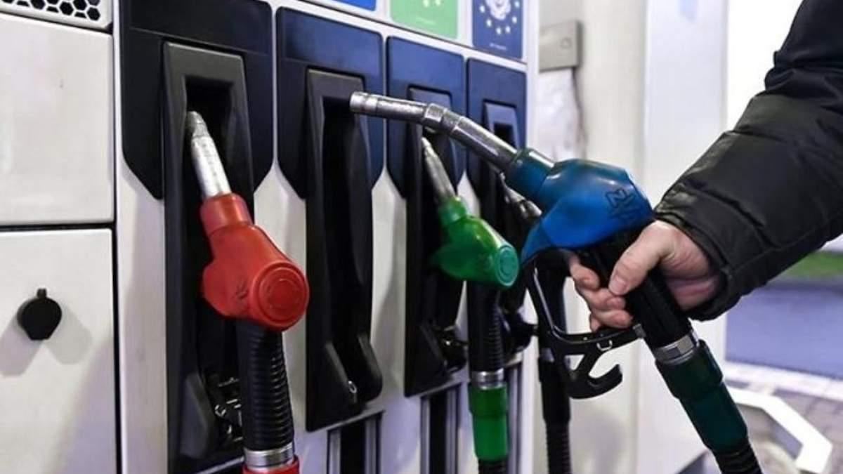 Ціна на бензин і дизпаливо різко впали 17 травня 2021: які середні ціни