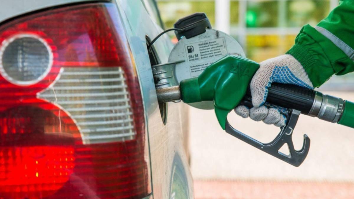 Сети АЗС подняли цены на топливо после расчетов Минэкономики