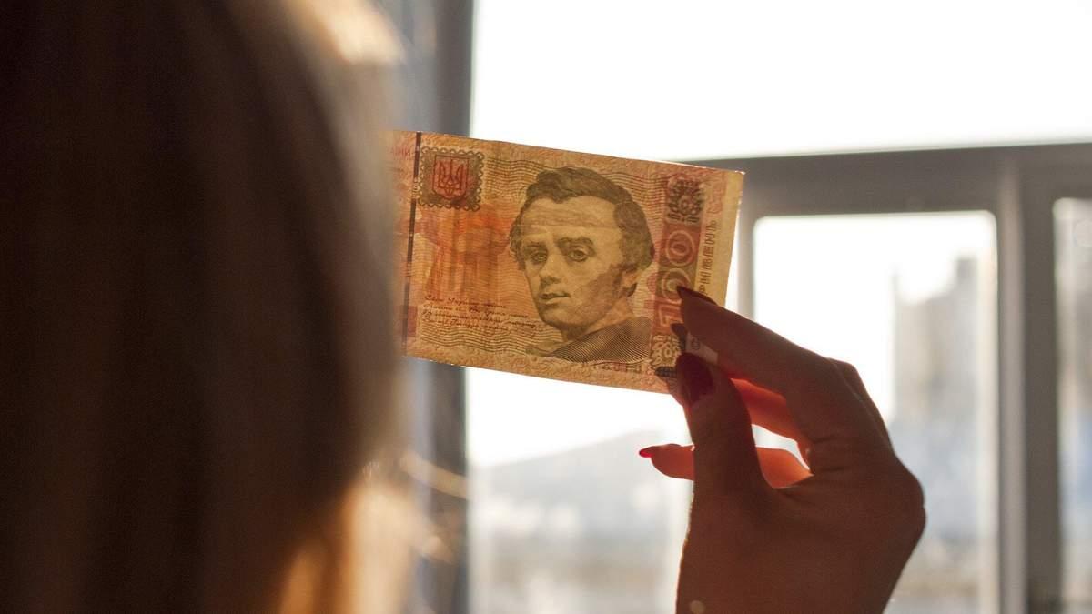 В НБУ розповіли, як відрізнити фальшиві гроші від справжніх