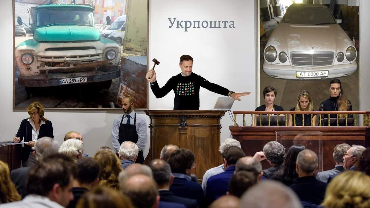 Без коліс, вікон та фар: Укрпошта розпродає 1 600 старих автівок – вражаючі фото - Новини економіки України - Економіка