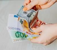 Курс євро щодо долара виріс до дворічного максимуму: чого чекати далі