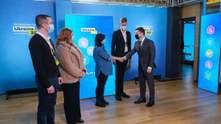 Зеленський особисто привітав перші дві сім'ї, які отримали іпотеки під 7%