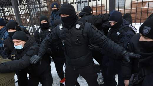 Штовханина під Офісом Президента: в Україні відновилися тарифні протести – фото, відео